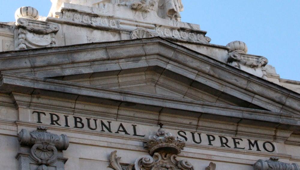 Detalle escultórico de la fachada principal del Tribunal Supremo, en Madrid.