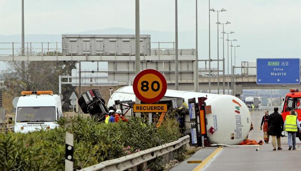 Accidente de un camión de mercancías peligrosas en la A3