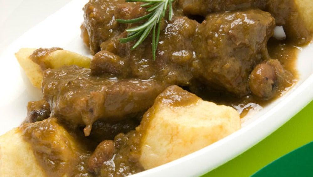 Estofado de carne con habas y patatas