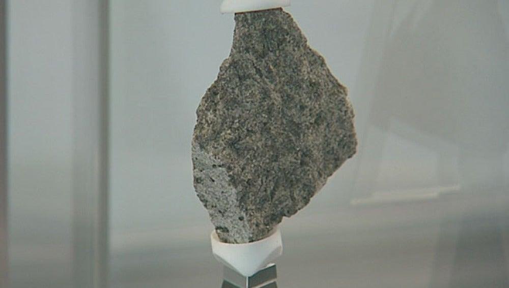 Piedra lunar donada por la NASA