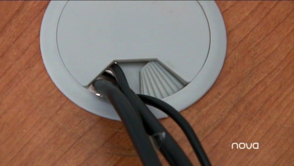 Instalación tapa pasa-cables
