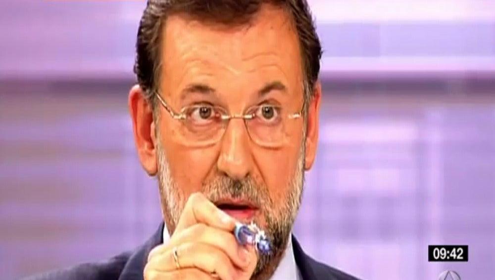 Rajoy señalando con un bolígrafo