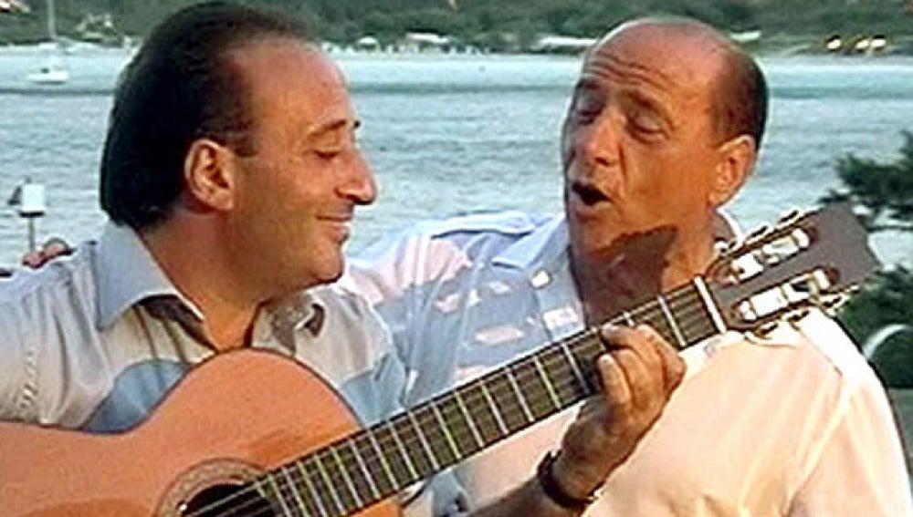 Berlusconi canta junto a Mariano Apicella