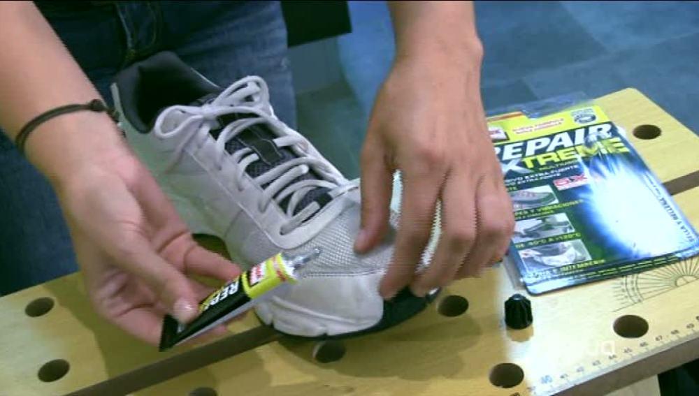 La puntera de nuestras zapatillas deportivas con el tiempo y el uso acaban despegándose. Si quieres remediarlo mira nuestro Briconsejo.