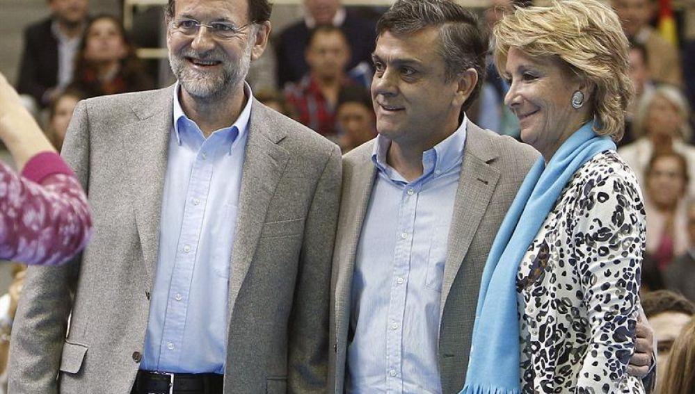 Mariano Rajoy, junto a Pablo Longueira y Esperanza Aguirre