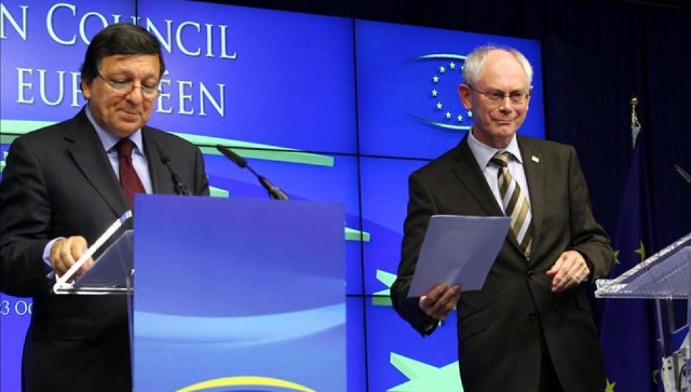 El Presidente del Consejo Europeo, Herman Van Rompuy, junto al Presidente de la Comisión Europea, Jose Manuel Barroso.