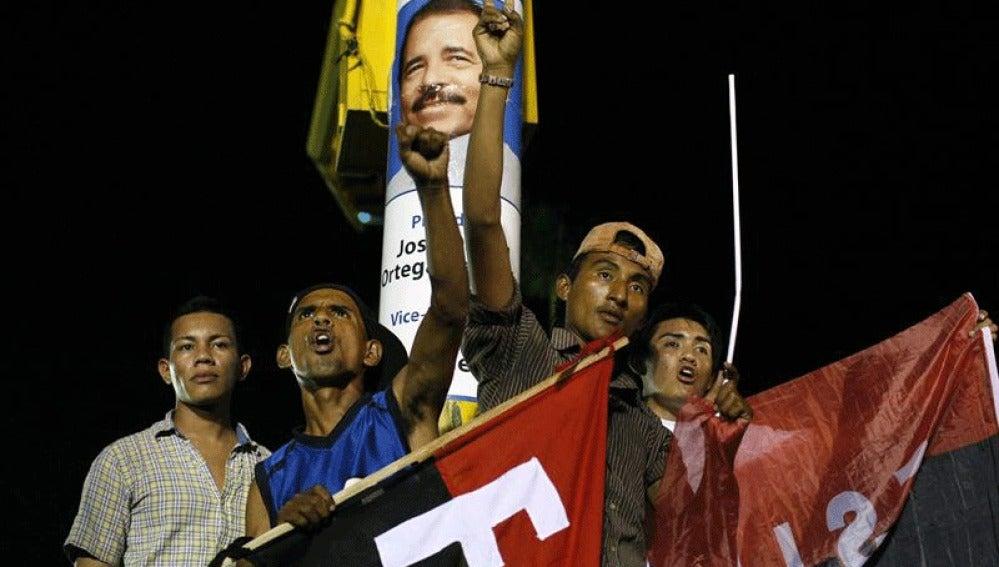 Seguidores de Ortega celebran su triunfo