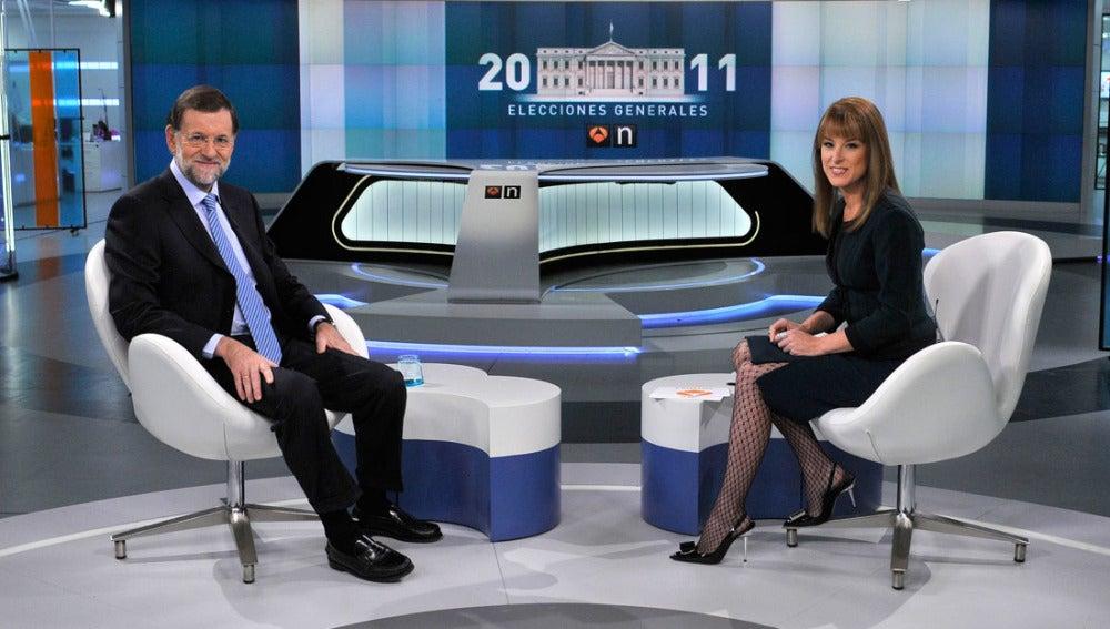 Mariano Rajoy se prepara para afrontar las preguntas.