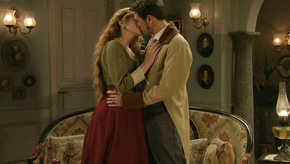 Sara y Fernando se besan