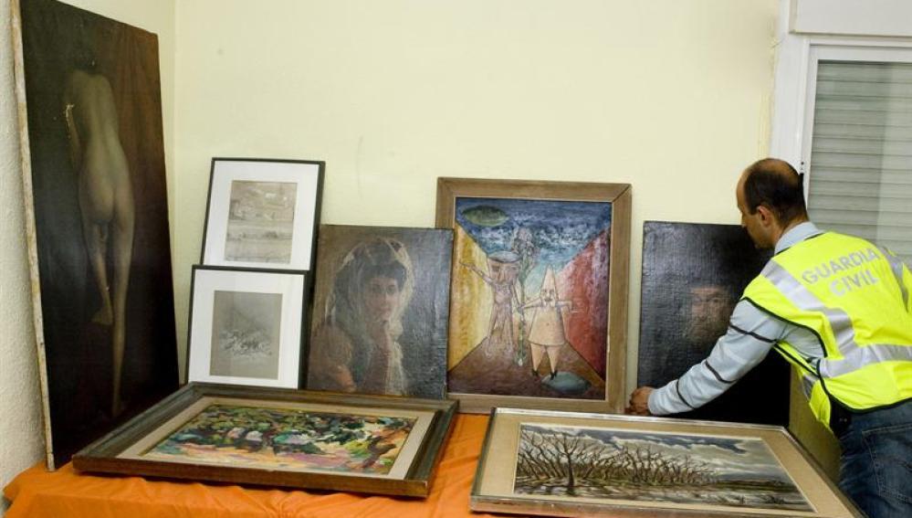 Fotografía de la Guardia Civil de los siete cuadros robados
