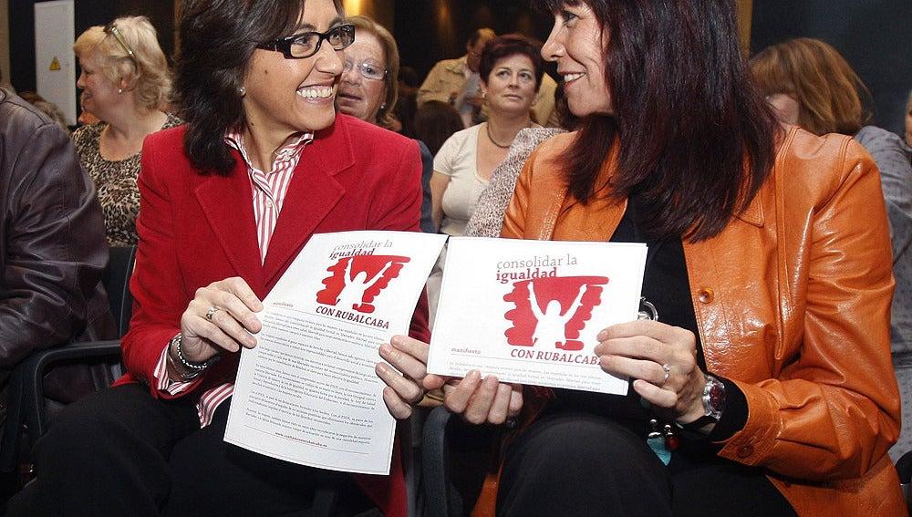 Rosa Aguilar en una reunión con empresarias