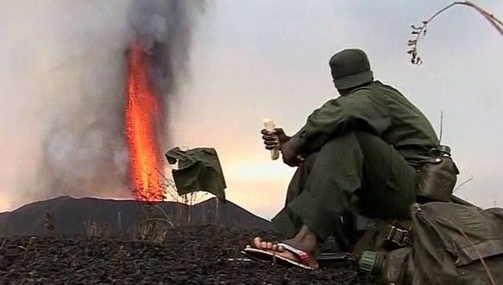 El volcán Nyamulagira arrojando lava en el Congo