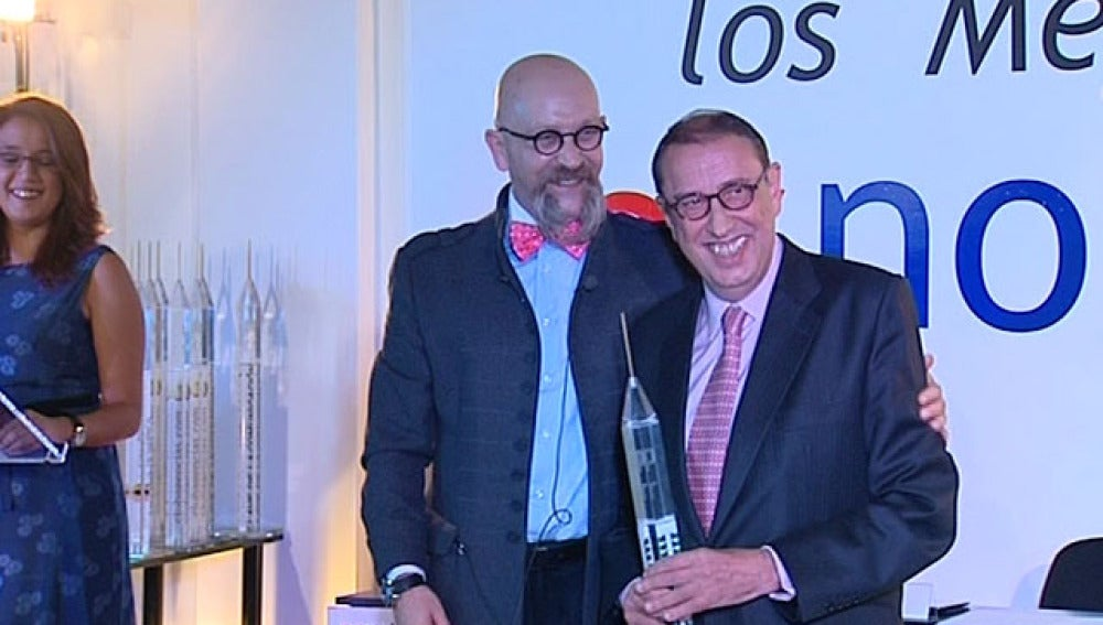 El presidente de La Razón, Mauricio Casals, recibe un premio