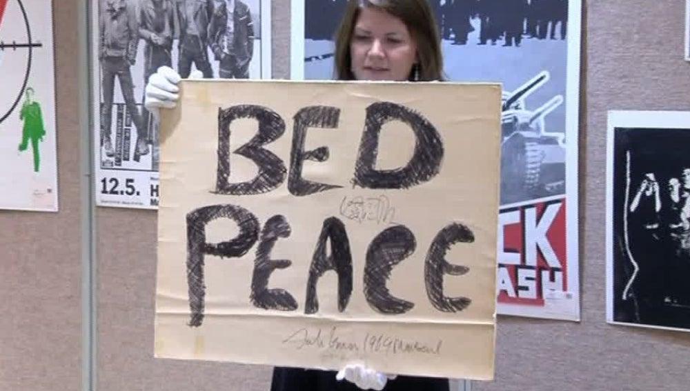 Subastan por más de 100.000 euros el cartel de John Lennon de 'Bed Peace'