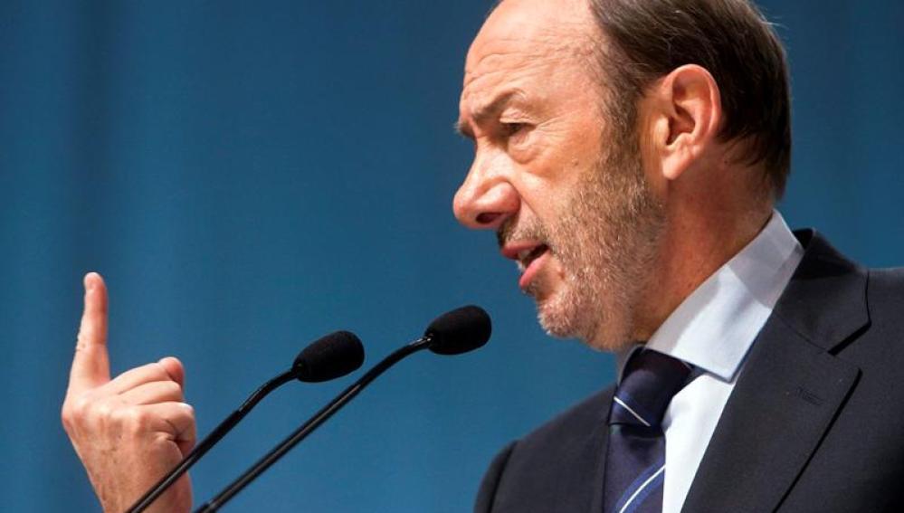 El candidato socialista, Alfredo Pérez Rubalcaba, en un mitin