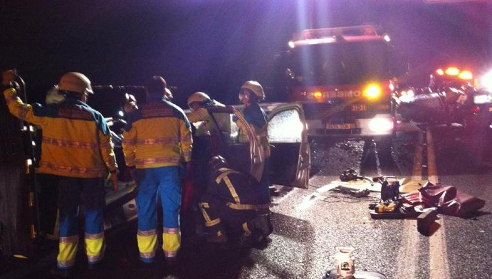 Accidente ocurrido a la altura del kilómetro 8 de la carretera local M-410, a su paso por el municipio madrileño de Torrejón