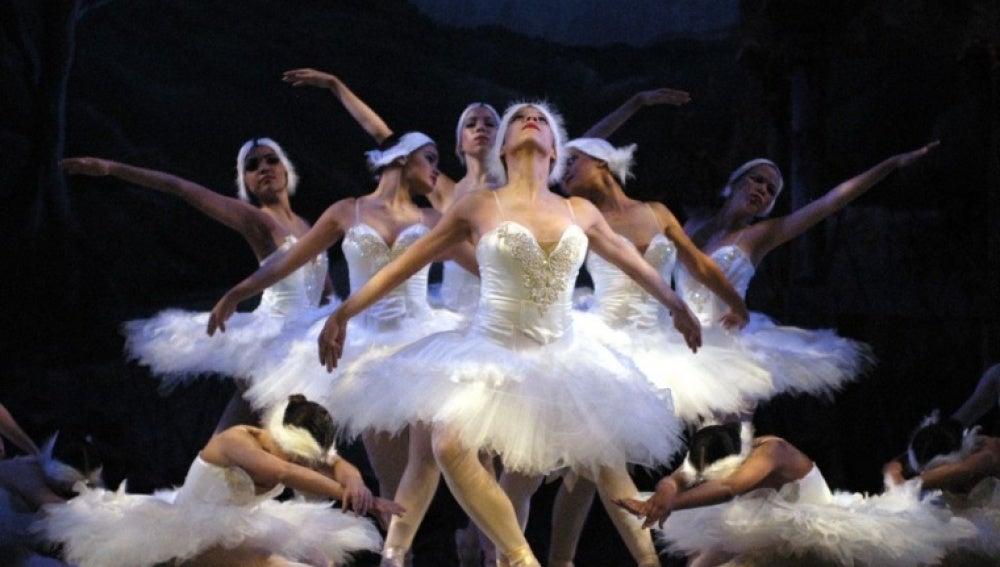 Imagen del 'Lago de los Cisnes' interpretado por el Ballet de San Petesburgo.