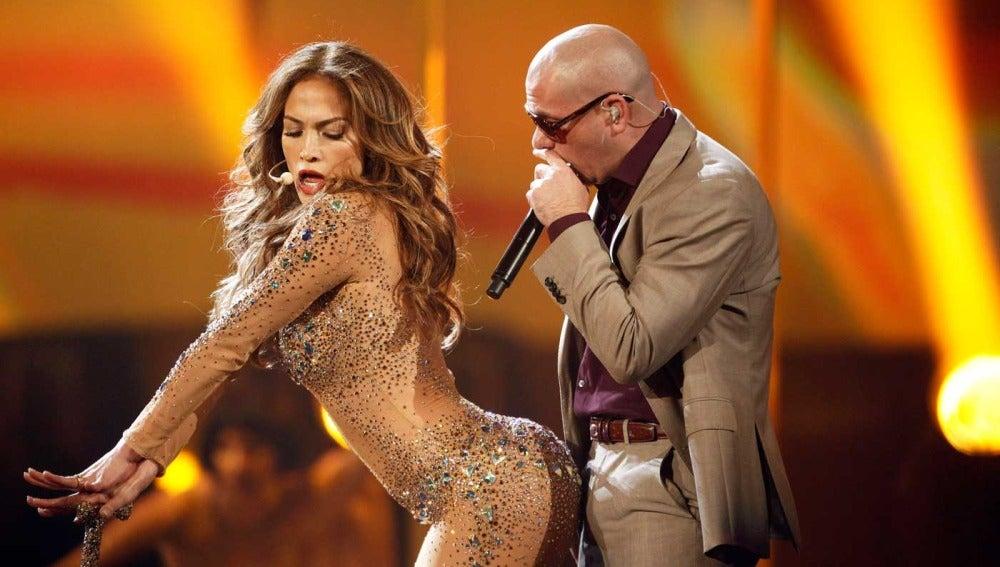 Jennifer Lopez lo da todo en el escenario con Pit Bull