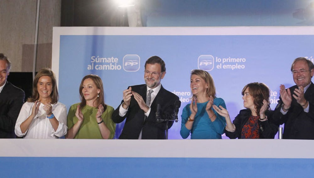 Mariano Rajoy, acompañado por compañeros de partido en Génova