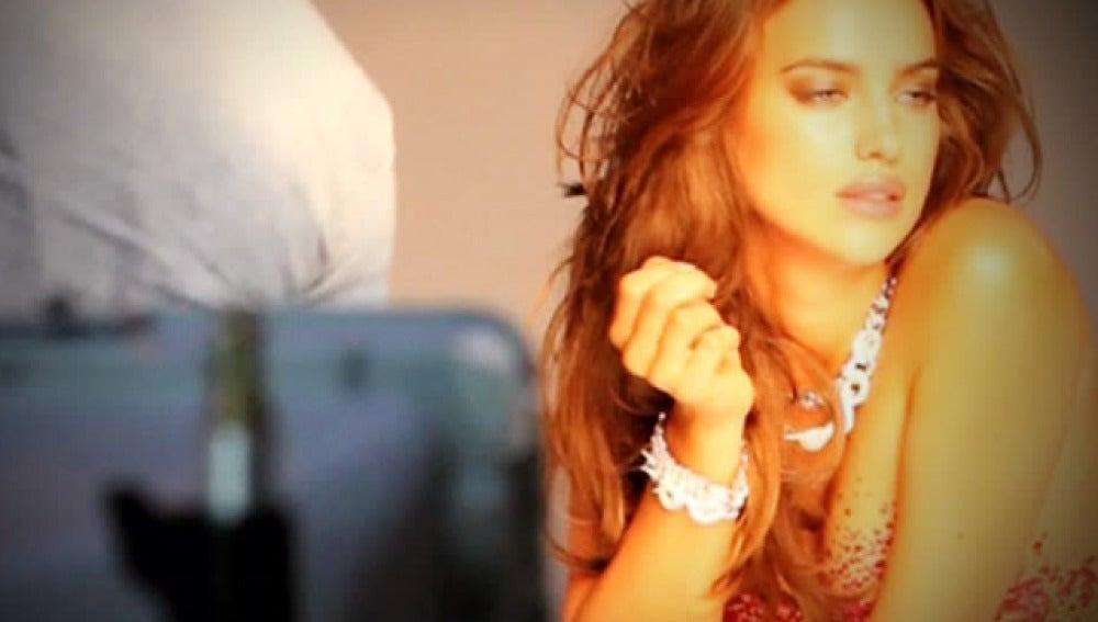 Irina Shayk posa para ELLE con cristales de Swarovski