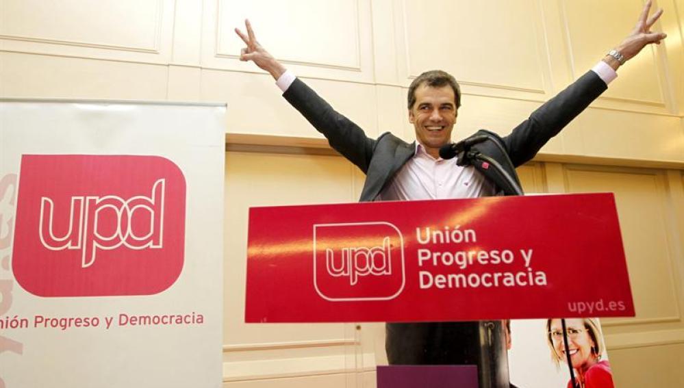 El cabeza de lista de UPyD en Valencia, Toni Cantó, celebra los resultados electorales.