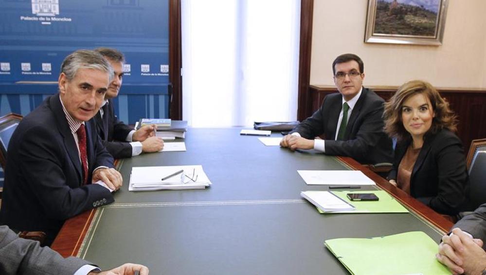 Jauregui y Saenz de Santamaría en su primera reunión en Moncloa