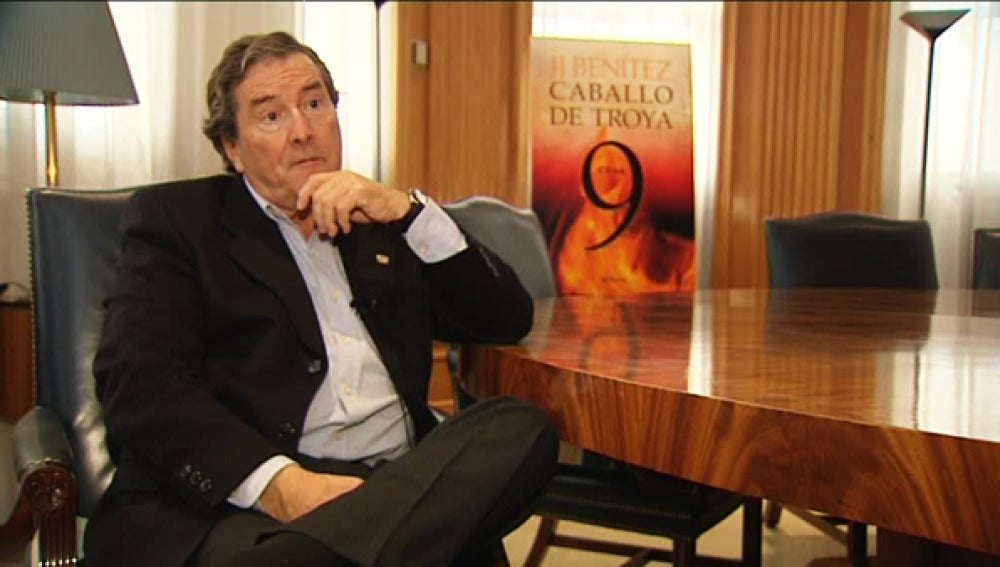 J.J. Benítez presenta 'Caballo de Troya'