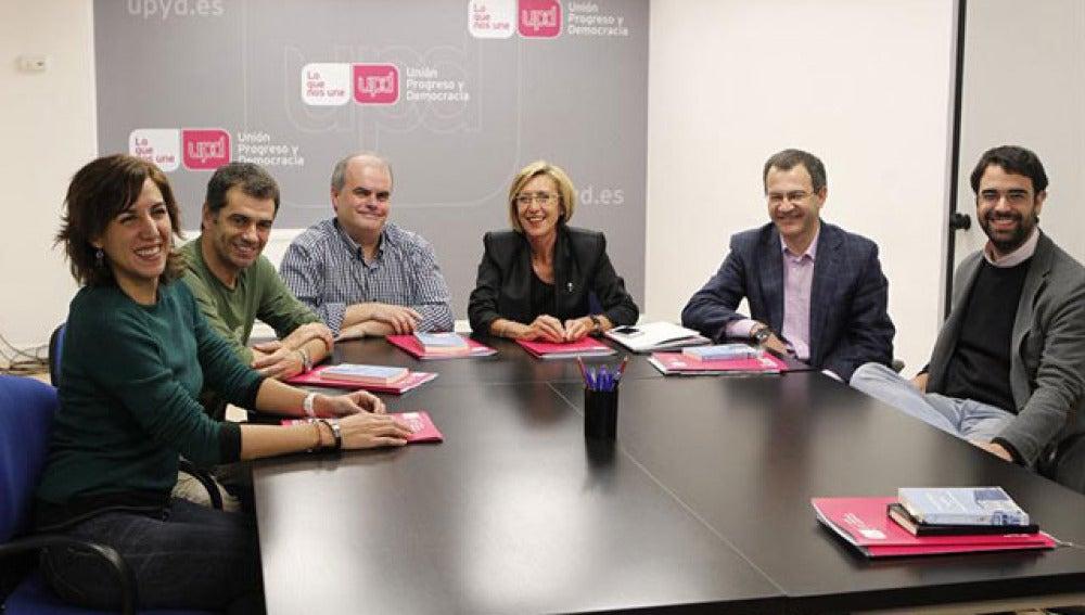 Reunión de Rosa Díez con los cuatro diputados logrados en las elecciones