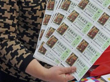 Un hombre devuelve 400 décimos de Lotería