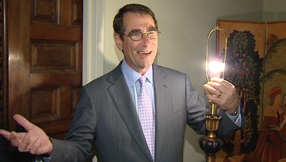 El embajador de Estados Unidos en su residencia de Madrid