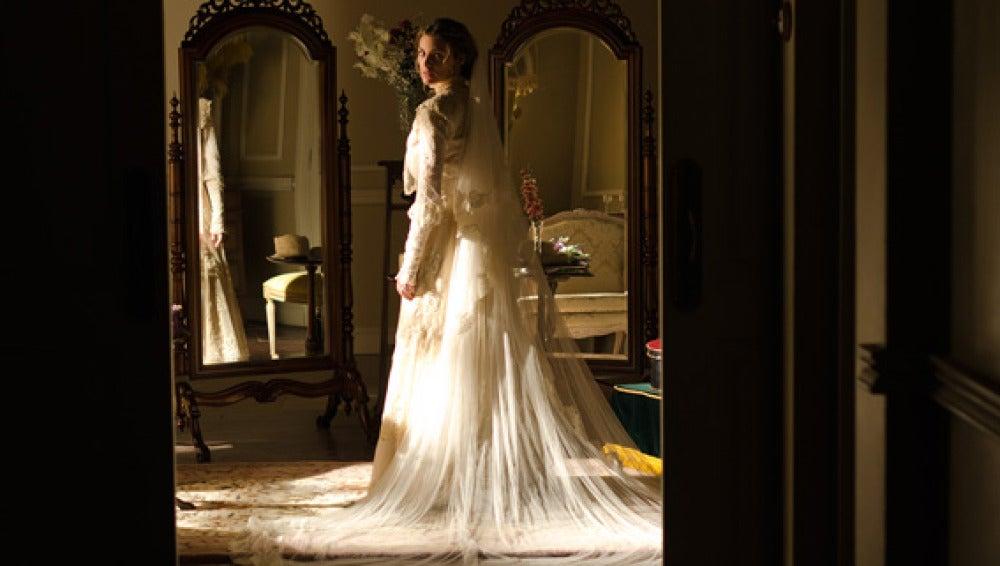 Alicia, vestida de novia