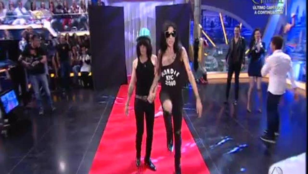 Las Nancys Rubias hacen un pase de modelos al revés