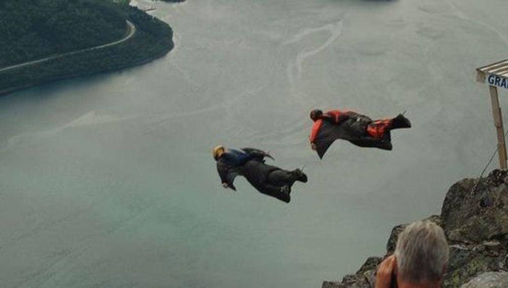 Espen Fadnes en un brutal salto base