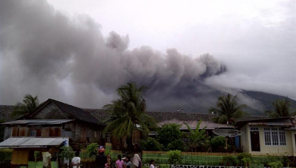Volcán Gamalama en Indonesia