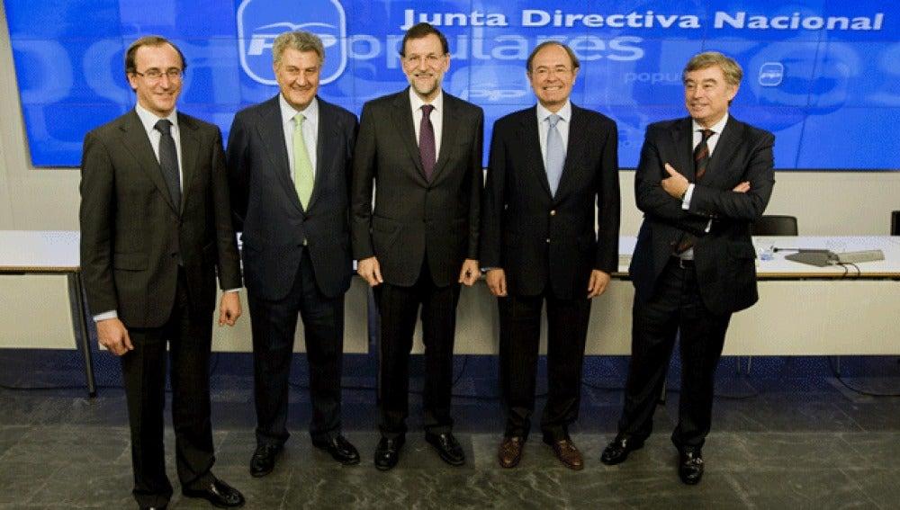 Rajoy junto a Jesús Posada y el resto de portavoces