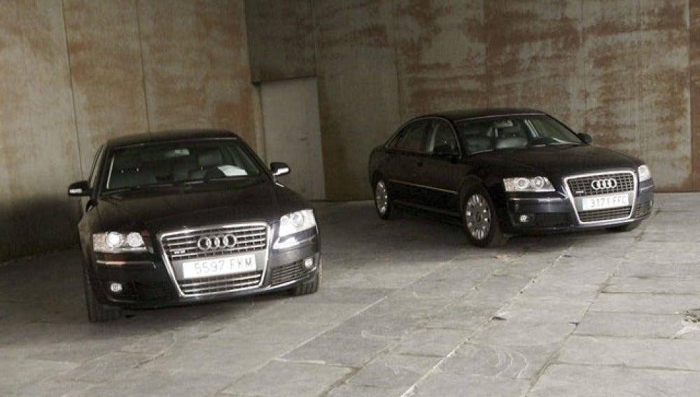 Dos de los coches oficiales subastados