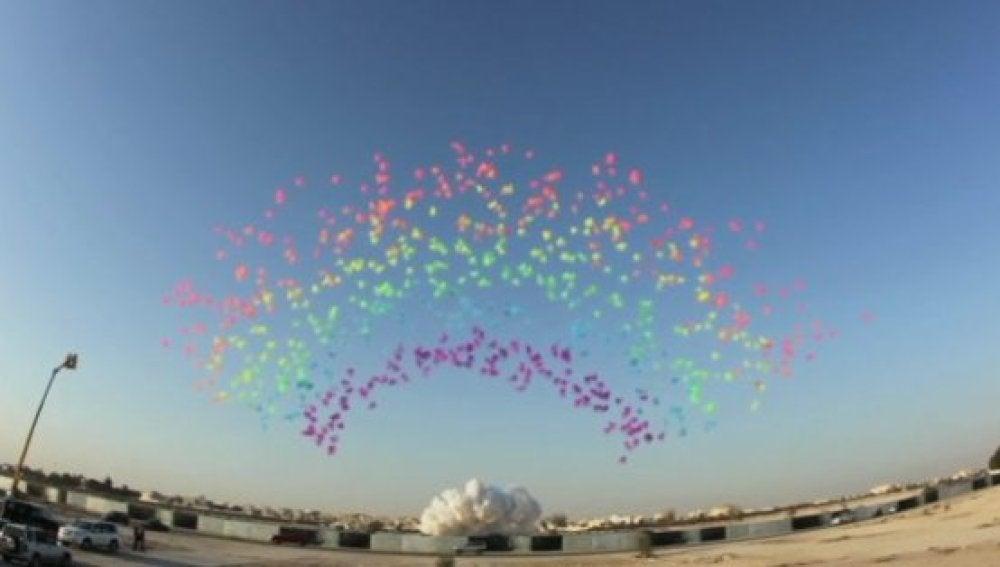 Un artista chino 'diseña' unos fuegos artificiales de día y con humo