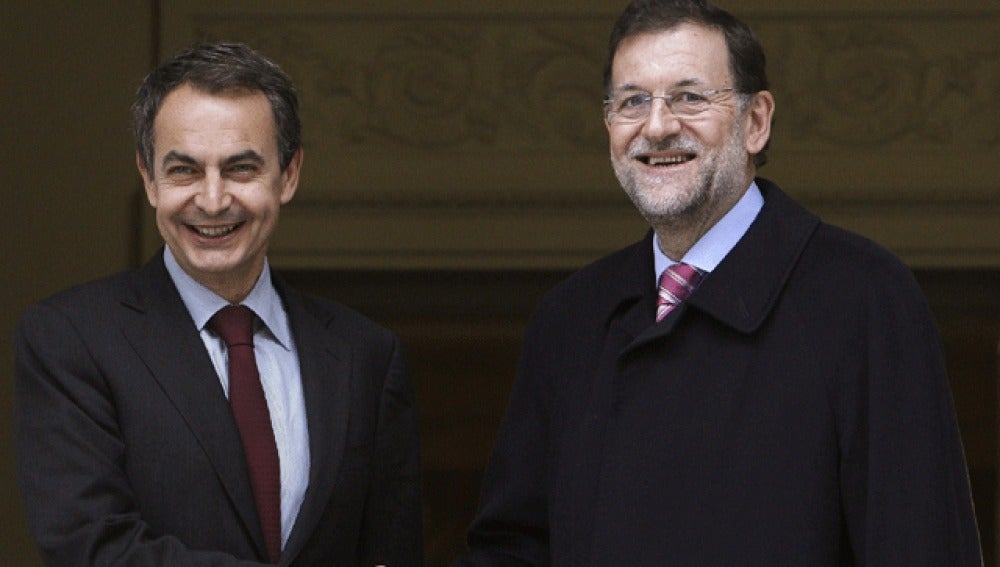 Mariano Rajoy y Zapatero, en Moncloa