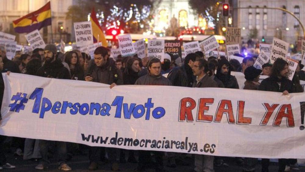 Cientos de indignados se manifiestan por 'una persona, un voto'