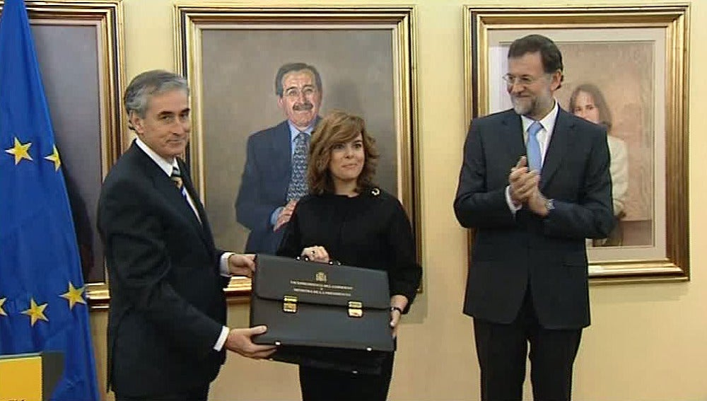 Soraya Sáez de Santamaría toma posesión del cargo