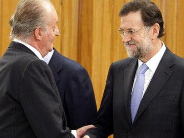 El presidente Mariano Rajoy junto al rey