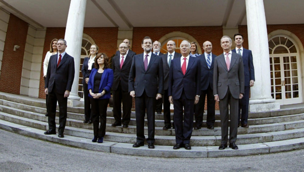 Los ministros posan junto a Rajoy en Moncloa
