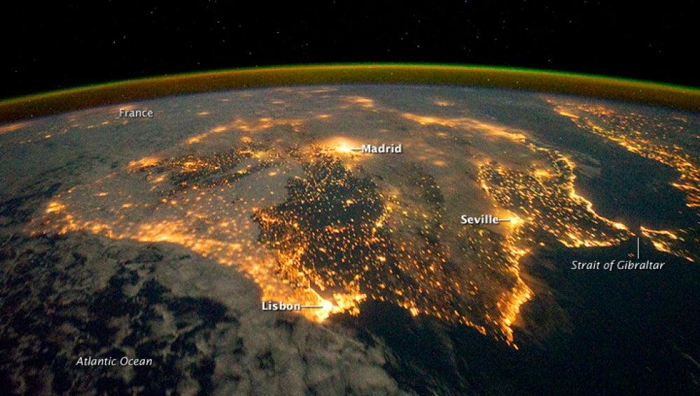 La península ibérica de noche, una imagen del día para la NASA