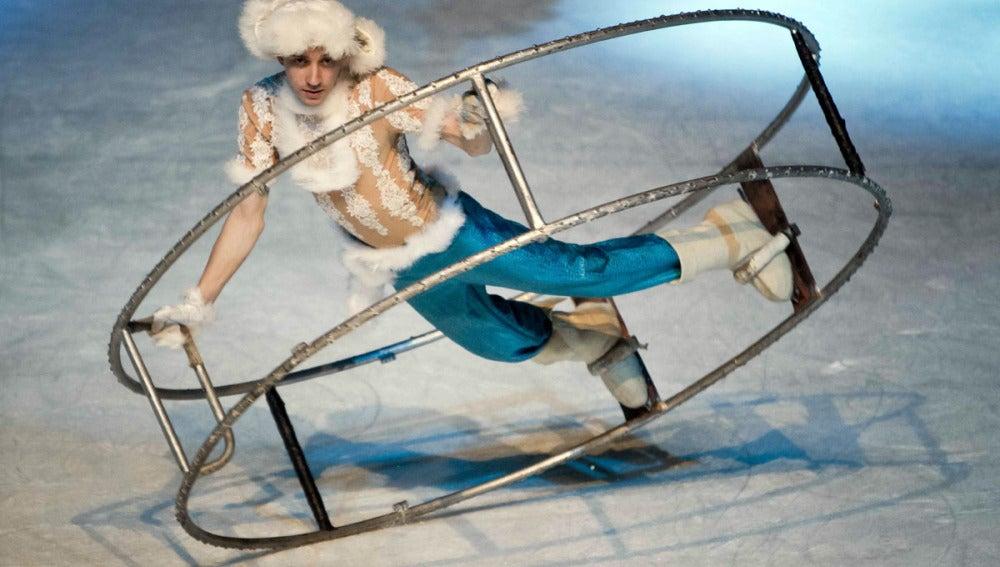 Un patinador del Circo de Moscú