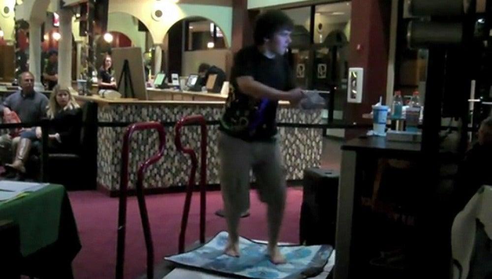 Record jugando un videojuego de baile