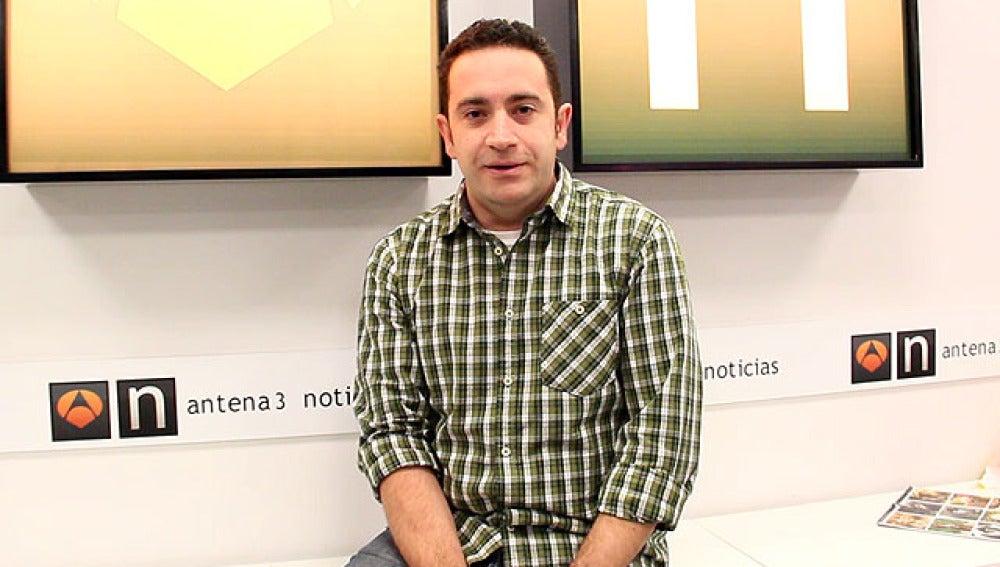 El presentador de Deportes, Óscar Castellanos