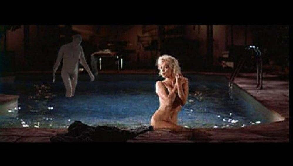 Junto a Marilyn en la piscina