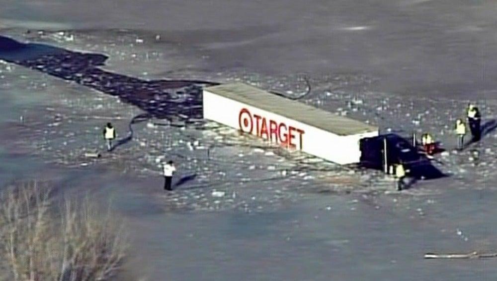 Trailer atrapado en el hielo en EEUU