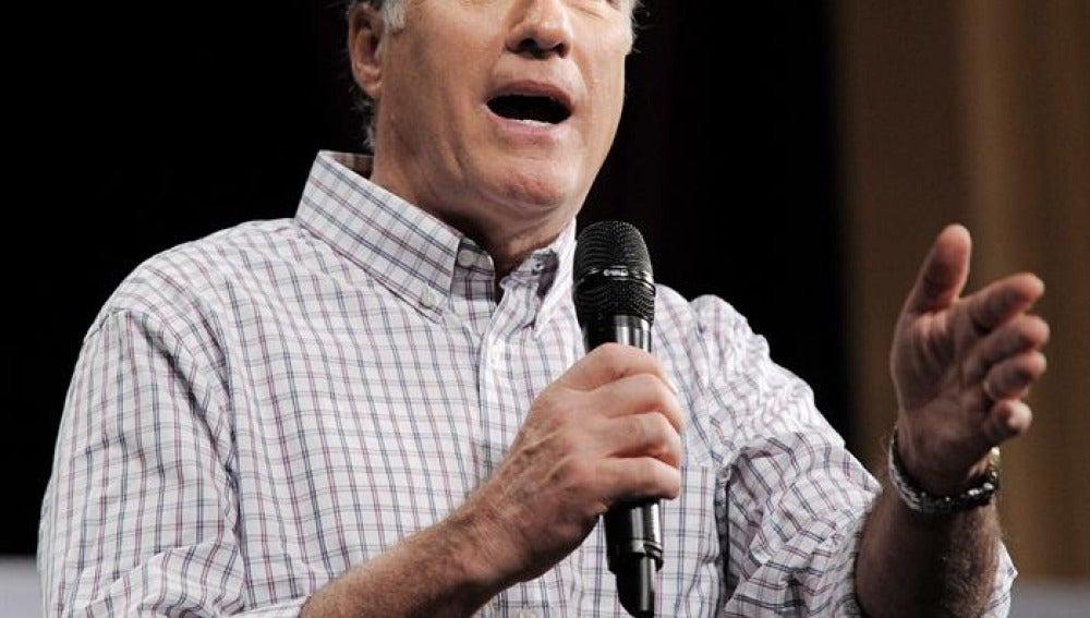 El republicano Mitt Romney en pleno mitin