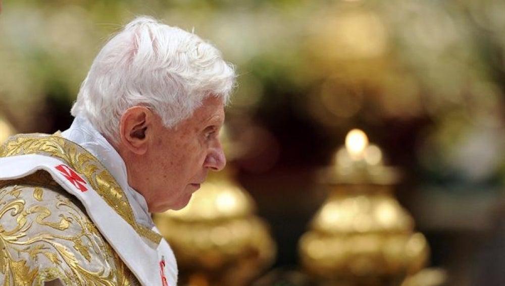 El papa Benedicto XVI oficia la misa de la Epifanía